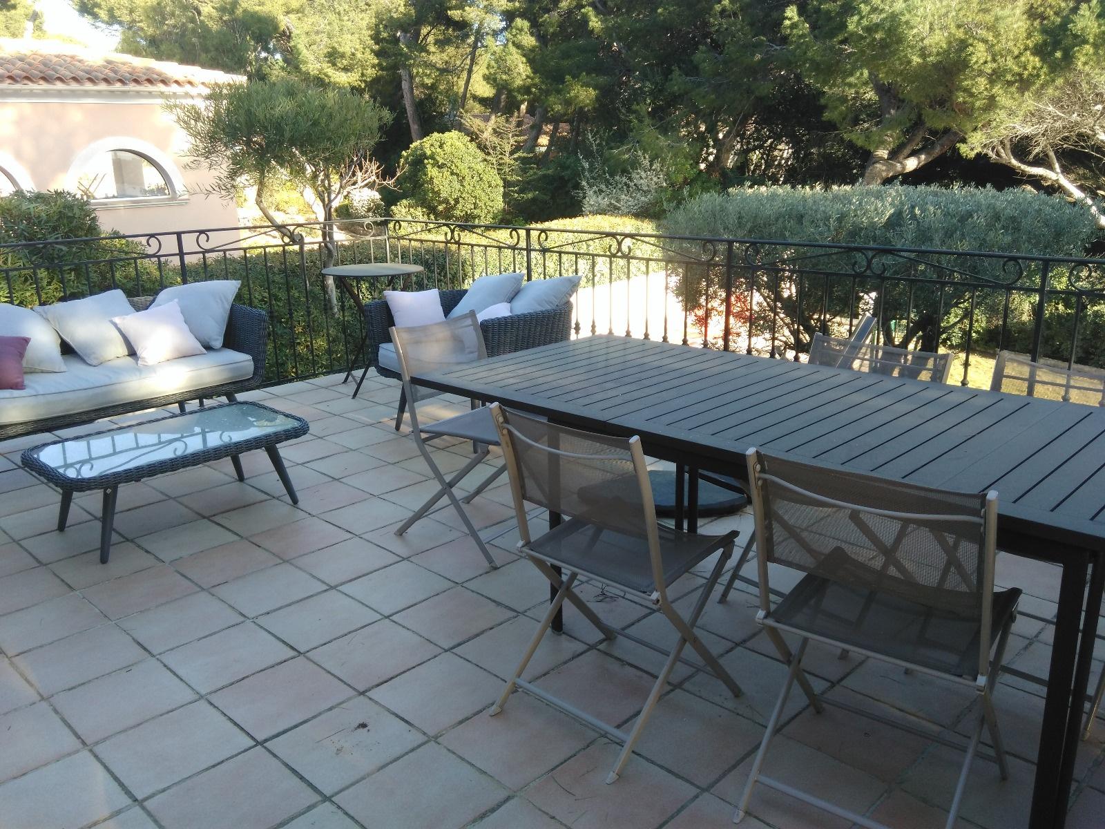 Offres locations vacances location saisonni re villa avec for Camping sanary sur mer avec piscine