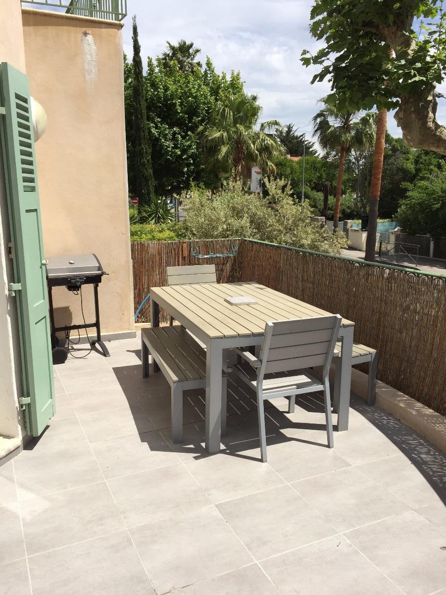 offres locations vacances sanary le port pied superbe 5 pi ces en duplex avec grandes terrasses. Black Bedroom Furniture Sets. Home Design Ideas