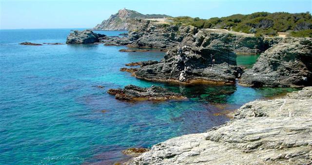 Offres locations vacances location saisonniere sanary sur mer portissol appartement t3 avec - Location garage sanary sur mer ...