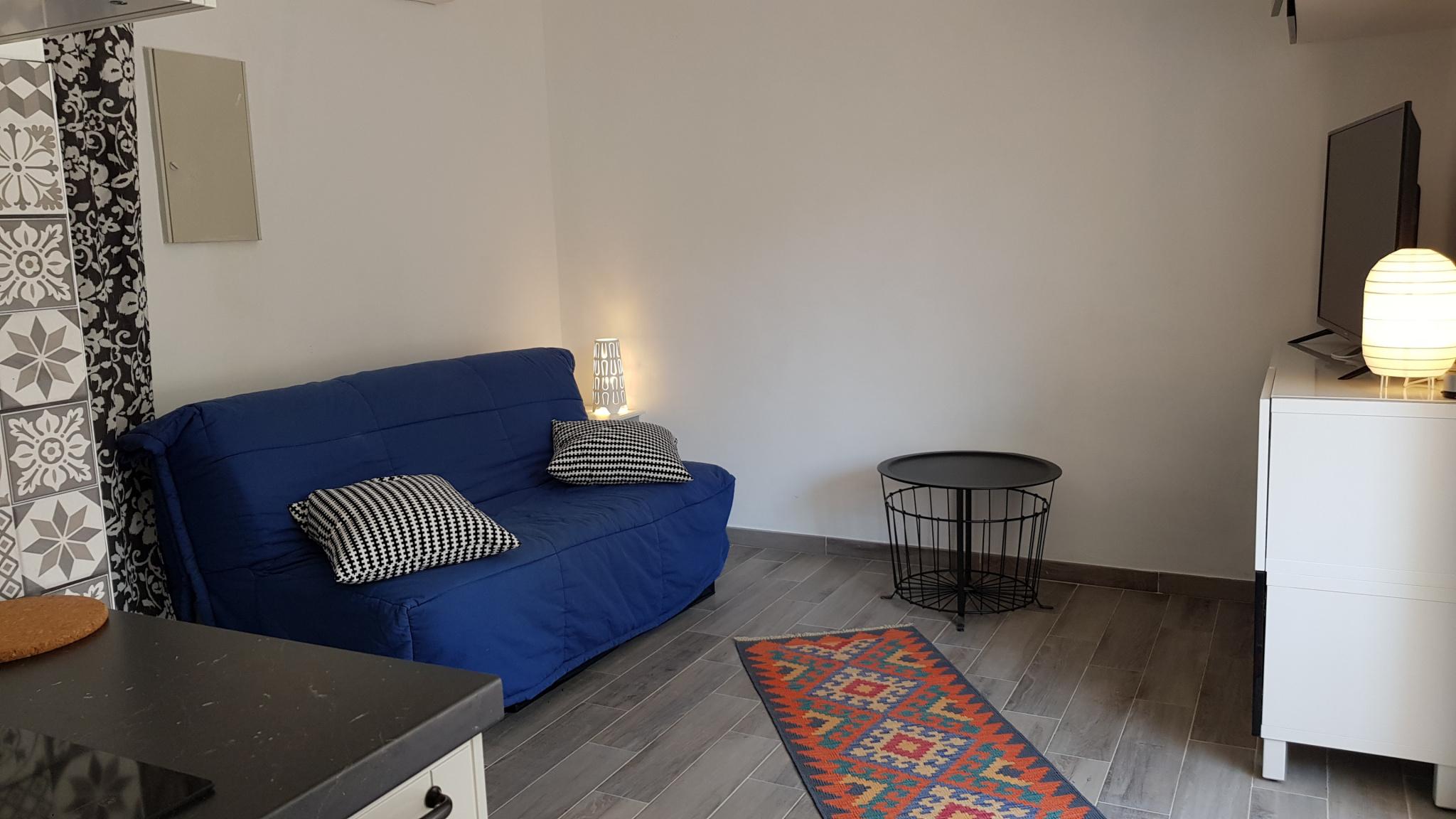 location appartement sanary sur mer 83110 sur le partenaire. Black Bedroom Furniture Sets. Home Design Ideas
